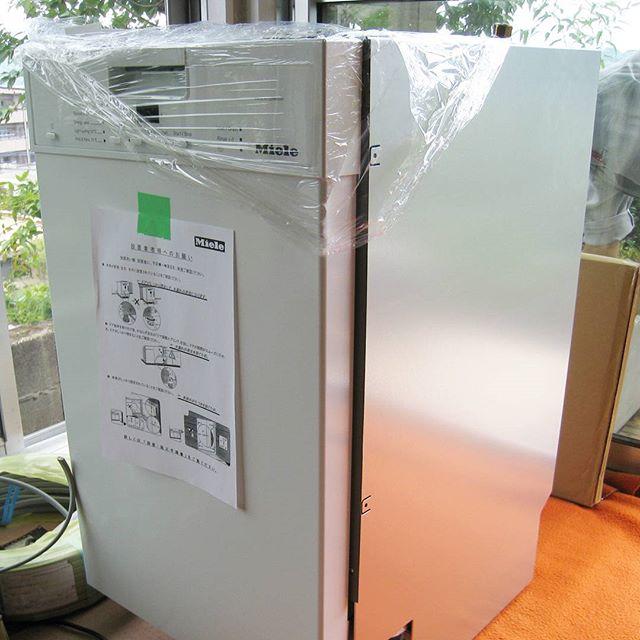 メーカーのキッチンにミーレ食器洗い機の取り付け